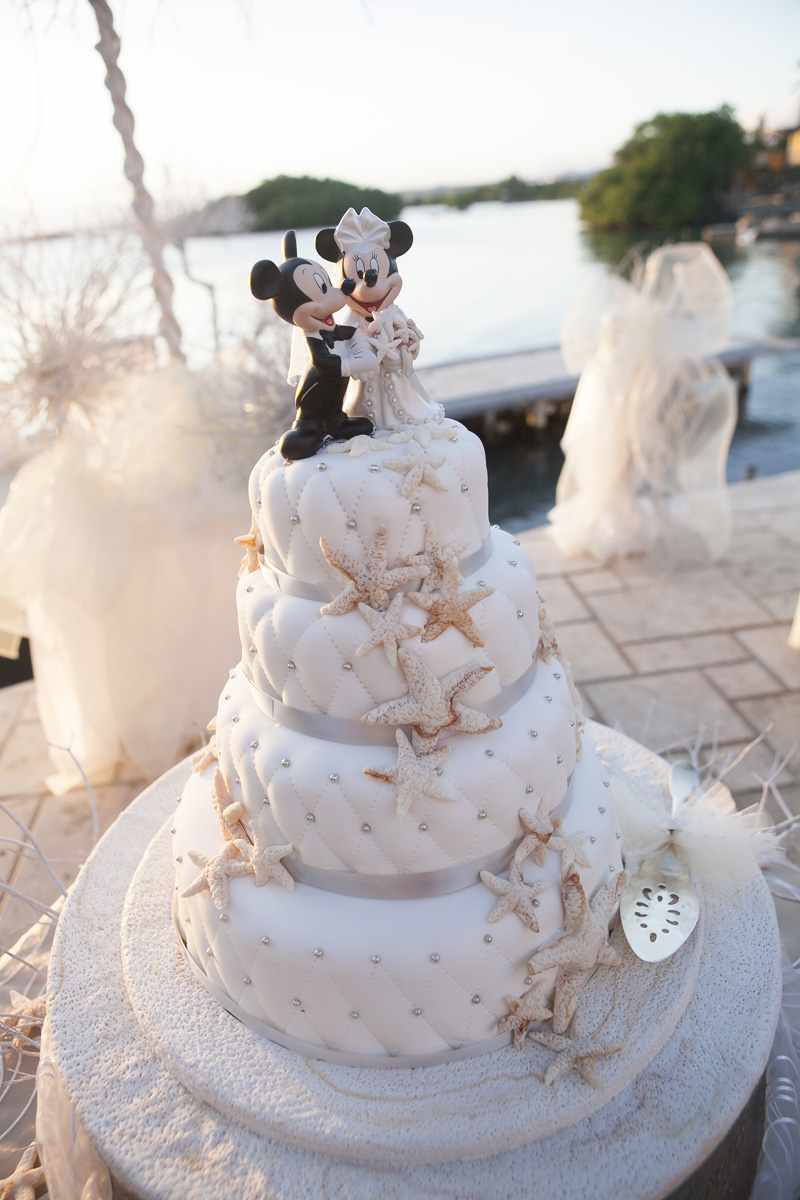 Elegant Wedding Cake with Starfish and Mickey Mouse Cake Topper | The Majestic Vision Wedding Planning | Villas Mar Azure in Ponce, PR | www.themajesticvision.com | Shay Cochrane Photography
