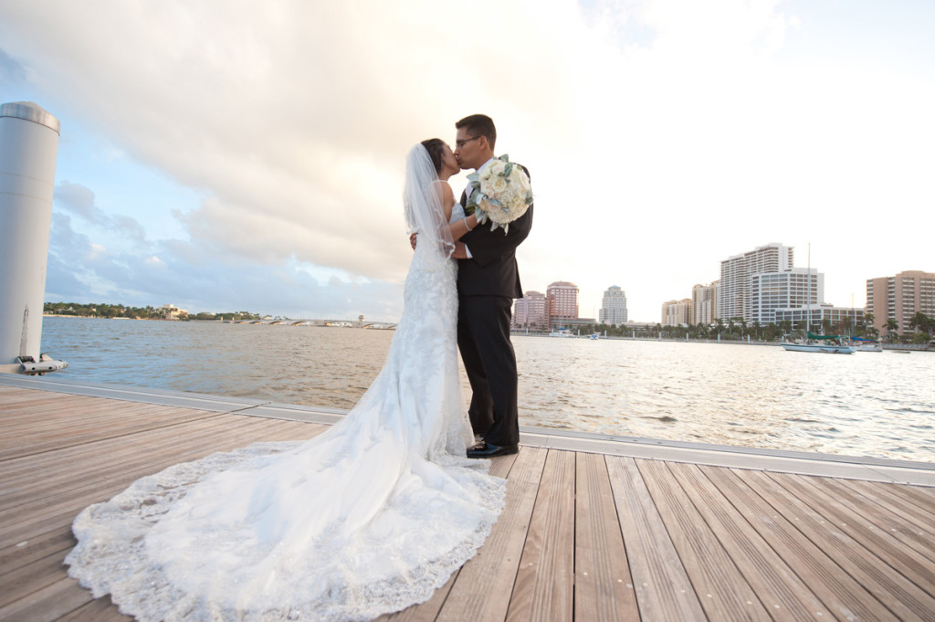 Stunning Intracoastal Bridal Portrait | The Majestic Vision Wedding Planning |Harriet Himmel Theater in Palm Beach, FL | www.themajesticvision.com