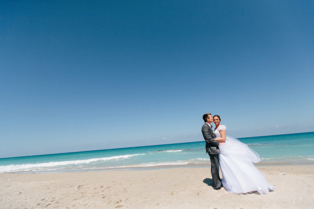 Elegant Bridal Portrait on the Beach | The Majestic Vision Wedding Planning | Marriott Singer Island in Palm Beach, FL | www.themajesticvision.com | Robert Madrid Photography