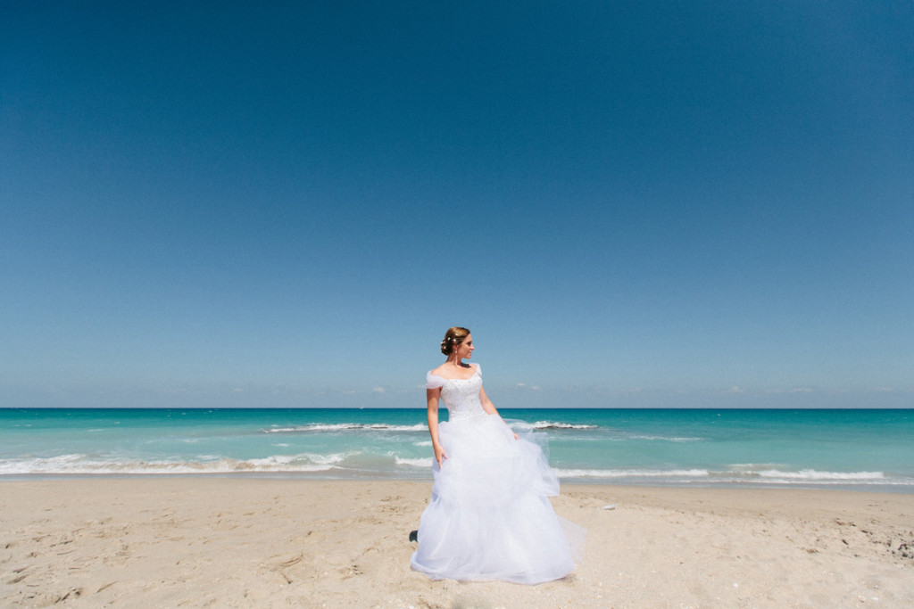 Beautiful Bridal Portrait on the Beach | The Majestic Vision Wedding Planning | Marriott Singer Island in Palm Beach, FL | www.themajesticvision.com | Robert Madrid Photography