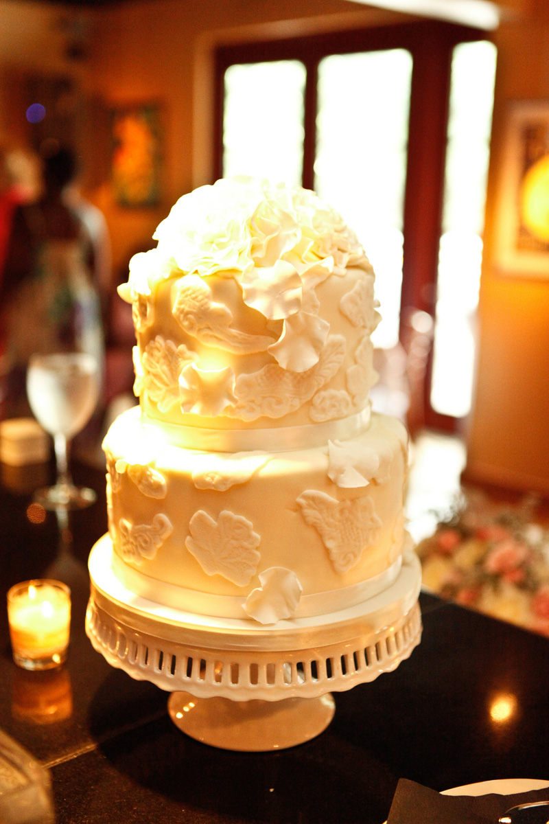 Romantic White Wedding Cake | The Majestic Vision Wedding Planning | 32 East in Palm Beach, FL | www.themajesticvision.com | Krystal Zaskey Photography