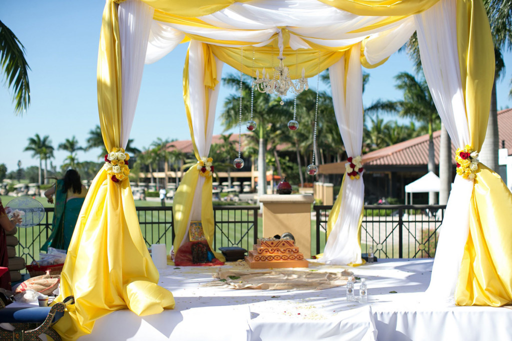 Yellow and White Mundap for Indian Wedding Ceremony | The Majestic Vision Wedding Planning | PGA National in Palm Beach, FL | www.themajesticvision.com | Haring Photography