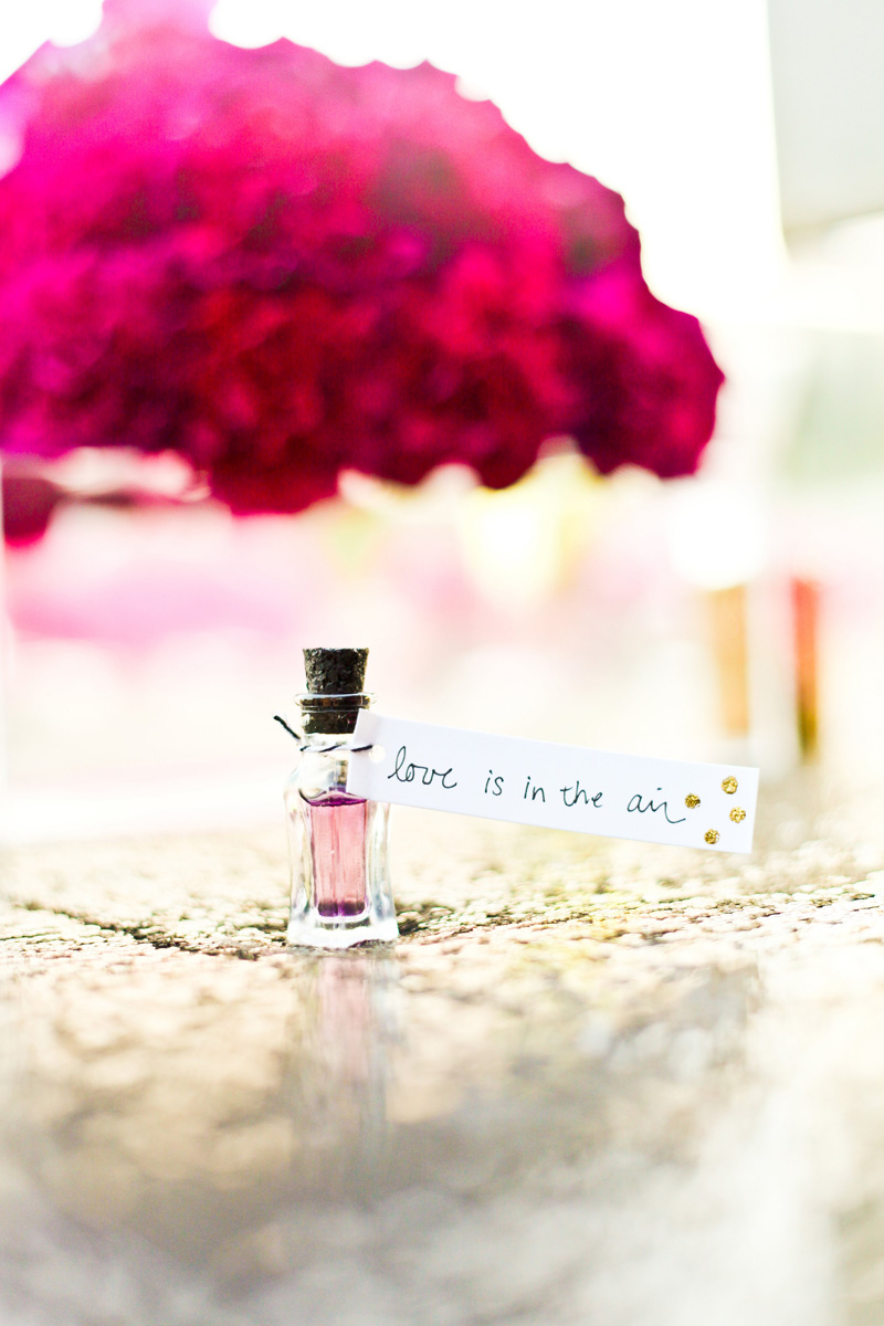 Kate Spade Inspired Modern and Elegant Perfume Wedding Favor | The Majestic Vision Wedding Planning | Breakers West in Palm Beach, FL | www.themajesticvision.com | Krystal Zaskey Photography