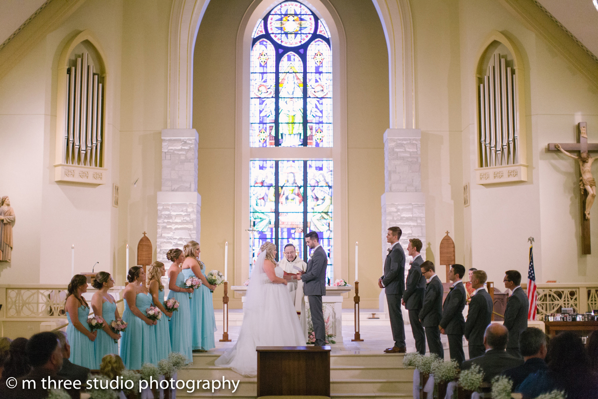 Elegant Wedding Ceremony | The Majestic Vision Wedding Planning | St Jerome Catholic Church in Milwaukee, WI | www.themajesticvision.com | M Three Studio