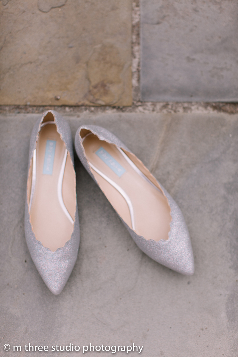 Silver Bridal Flats | The Majestic Vision Wedding Planning | Legend of Brandybrook in Milwaukee, WI | www.themajesticvision.com | M Three Studio